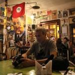Paul in het door pittige Chileense dames gerunde Restaurante Pimente