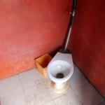 04 Een toilet op La Gran Loretana, best wel schoon!