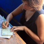De kapiteinsvrouw tekent onze lunch af