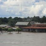 In Orellana staat zelfs het park aan de kade onder water
