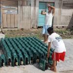 Het aantal aan land gebrachte flessen wordt nauwkeurig bijgehouden door een scheepsjongen