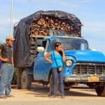 Een volgeladen vrachtwagentje op leeftijd