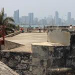 Modern Cartagena op de achtergrond