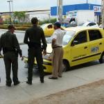 Heel veel kleine gele taxis die (te) hard rijden